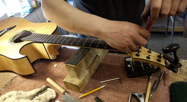 hand built guitar News Archive 2016-2015